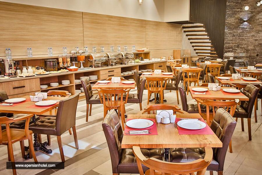 هتل آمری پلازا تفلیس رستوران