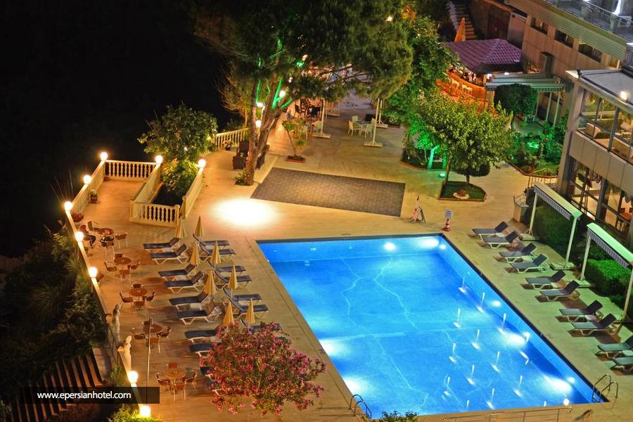 هتل لارا پالاس آنتالیا استخر