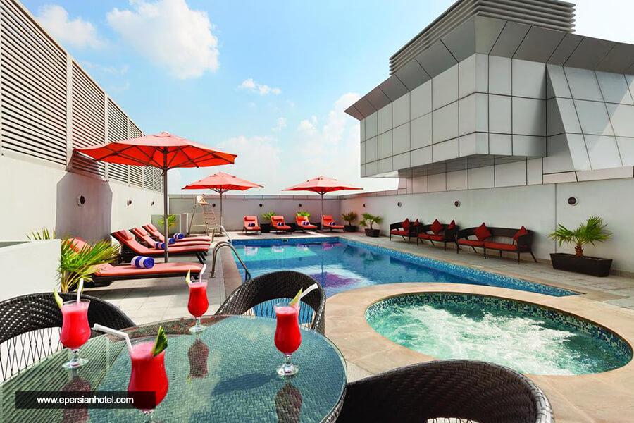 هتل رامادا پلازا بای ویندهام دیرا دبی استخر
