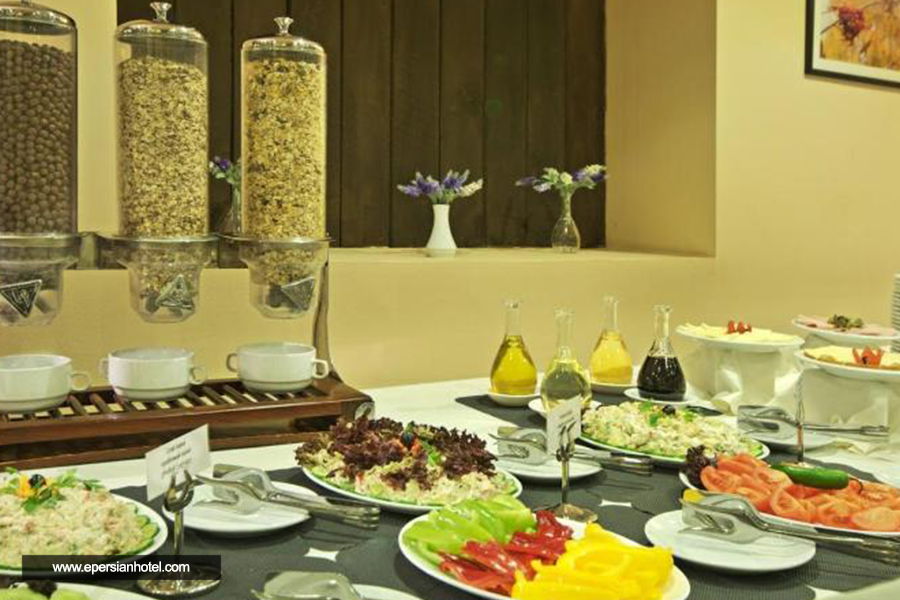 هتل آلپینا گودائوری رستوران