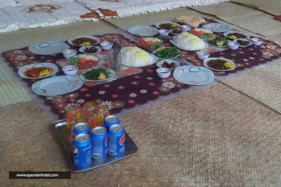 اقامتگاه بومگردی کاکا قشم غذا