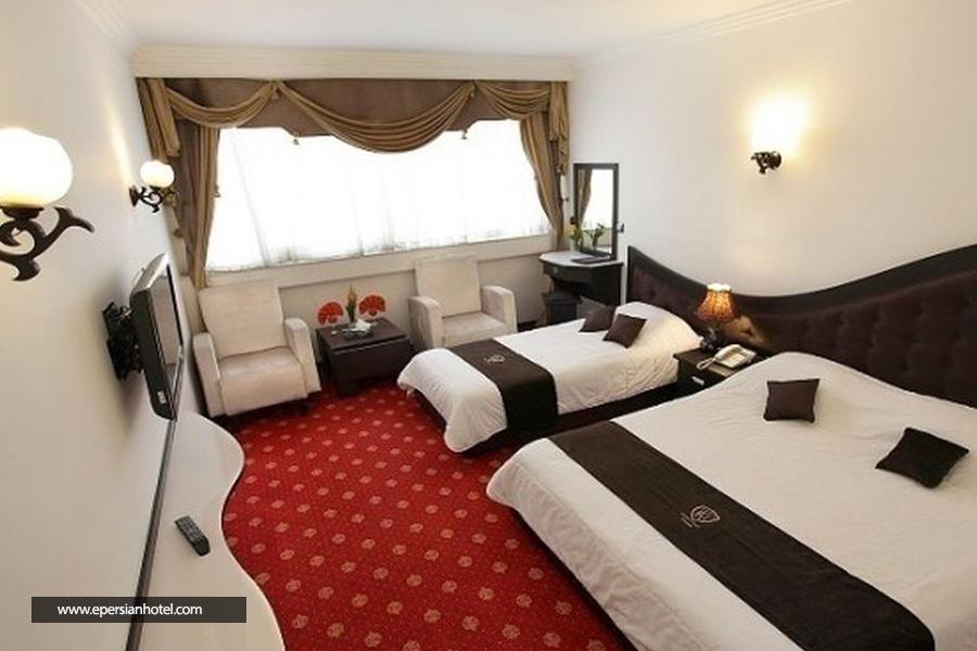 هتل گسترش class=