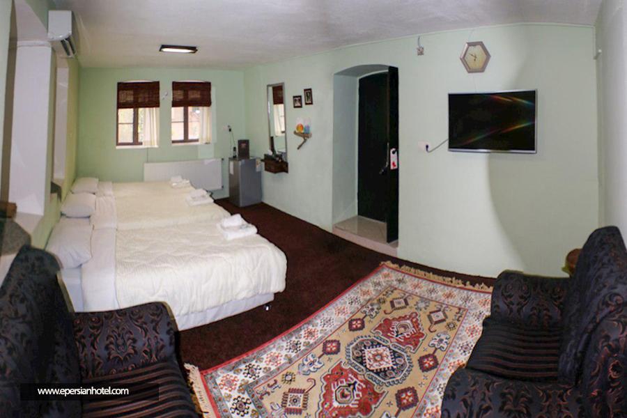 اقامتگاه بومگردی خانه باغ ایرانی شیراز اتاق سه تخته