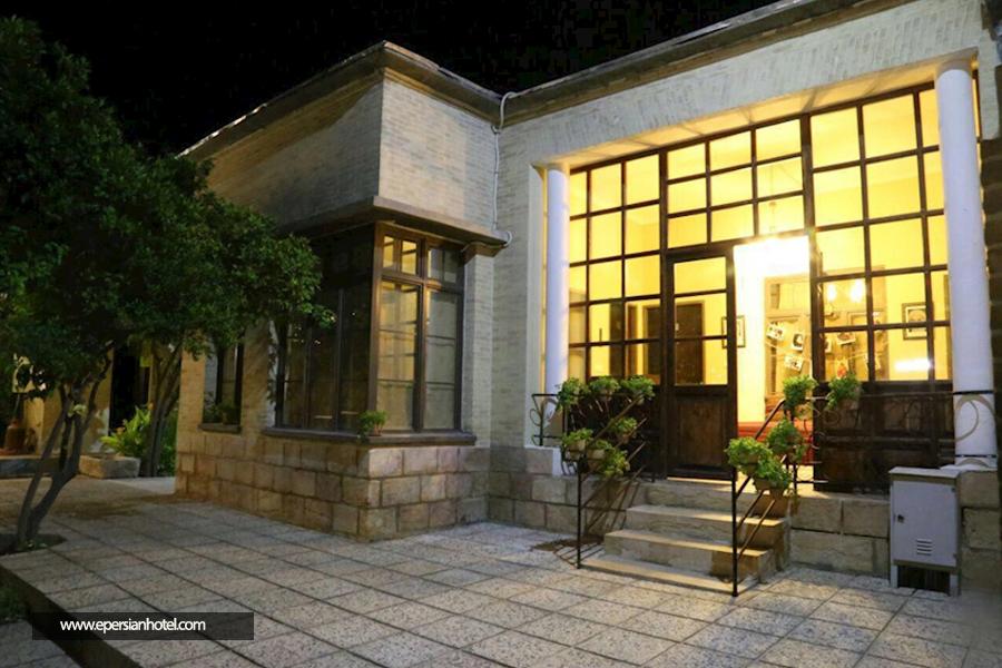 اقامتگاه بومگردی خانه باغ ایرانی شیراز نما