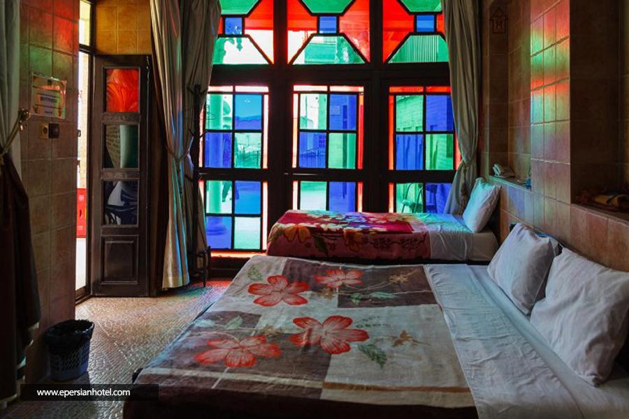 هتل سنتی نیایش شیراز اتاق سه تخته