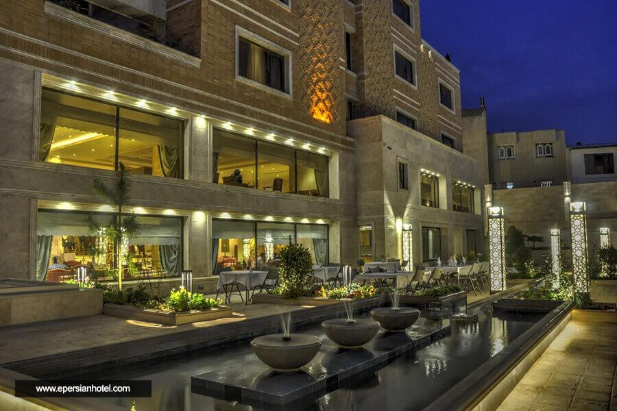 هتل زندیه شیراز محوطه بیرونی هتل