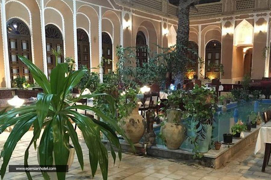 هتل سنتی ادیب الممالک یزد نمای داخلی