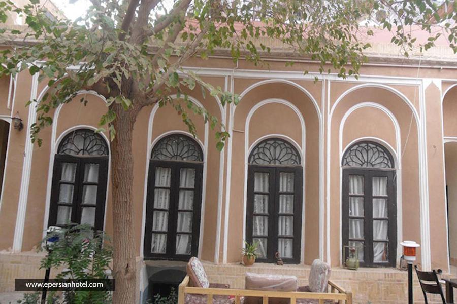 اقامتگاه سنتی خانه خشتی یزد نما