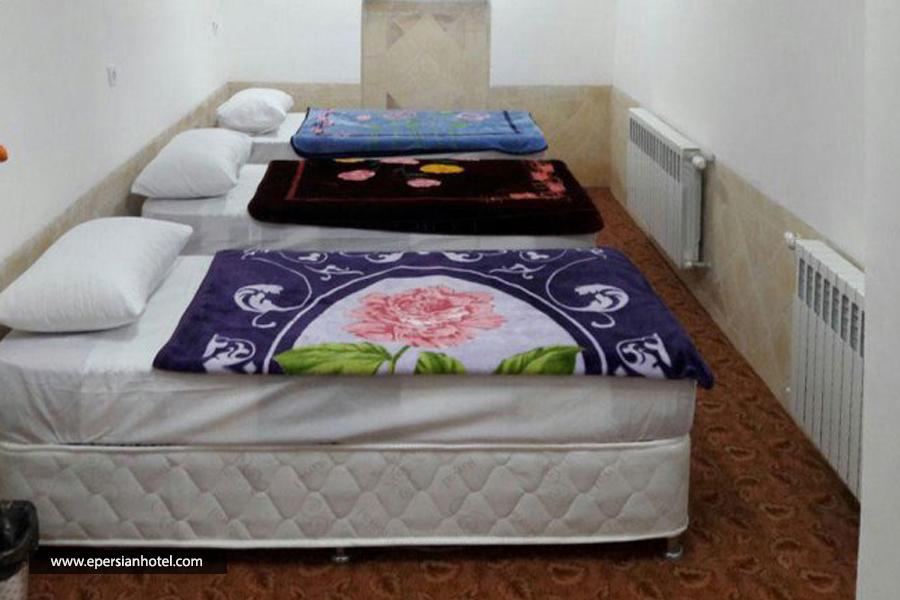 اقامتگاه بومگردی سرزمین آفتاب یزد اتاق سه تخته