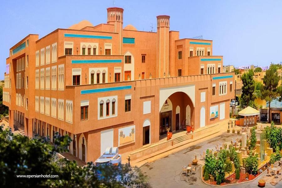 مقایسه دو هتل متفاوت در یزد
