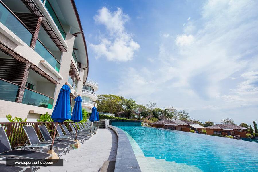هتل کی سی ریزورت و ویلاهای روی آب سامویی استخر