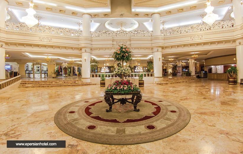 عکس هتل قصر طلایی مشهد و چشمانی متحیر