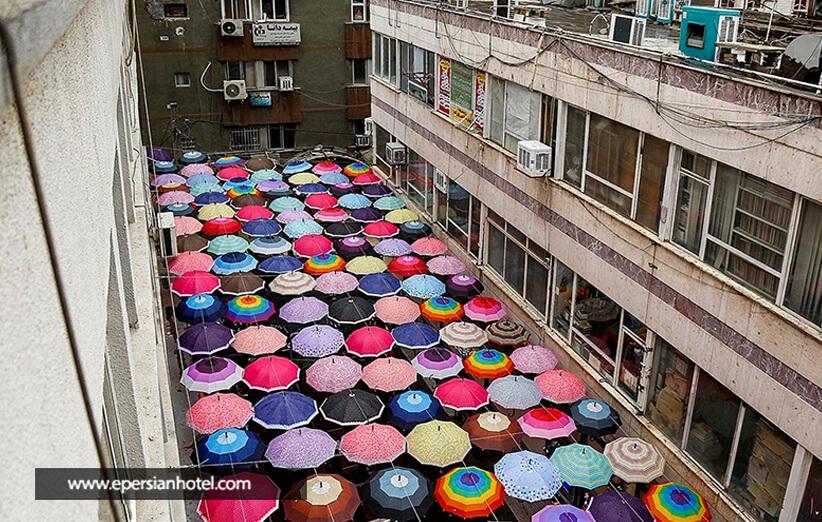 کوچه برلن خیابانی با سقفی از چتر