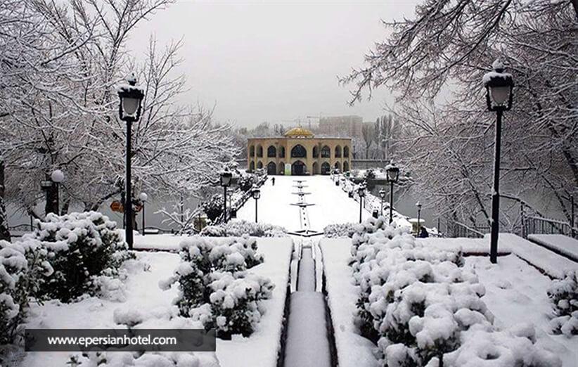 کاخی در وسط آب در تبریز